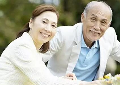 老年白癜风患者如何治疗